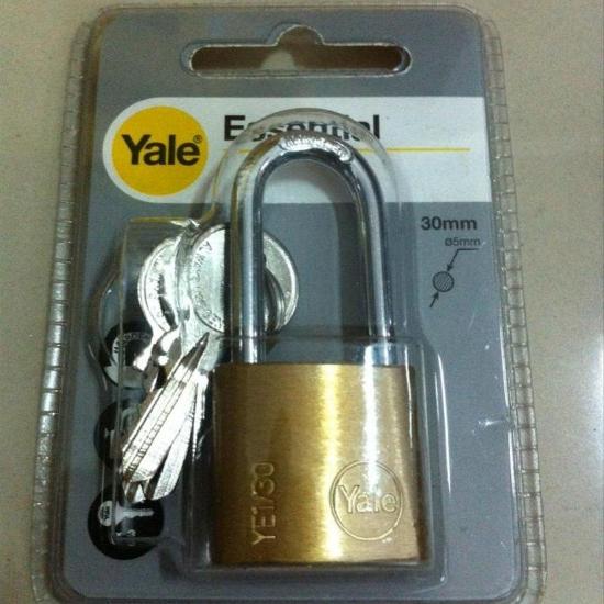 Picture of Yale YE1/30/132/1, Long Shackle Brass Padlock, YE1301321